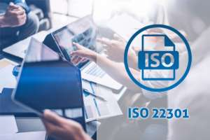 """ISO 22301 Sistema di Gestione per la Business Continuity. Si tratta di una metodologia certificabile costituita da un insieme di prassi volte al mantenimento della Continuità Operativa sotto avverse condizioni, minimizzando l'impatto di potenziali incidenti su clienti, stakeholder e sull'intero """"ecosistema aziendale""""."""